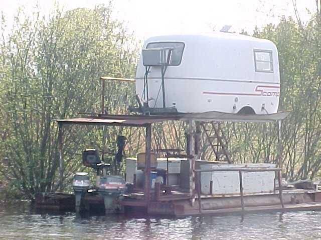 redneckhouseboat.jpg