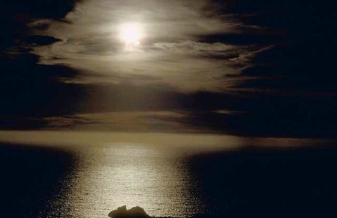 moonlightoverlake.jpgWide=560 pixels